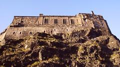 Edinburgh Castle, autumn evening (byronv2) Tags: autumn building castle history architecture scotland edinburgh edinburghcastle geology chateau schloss oldtown edimbourg johnstoneterrace