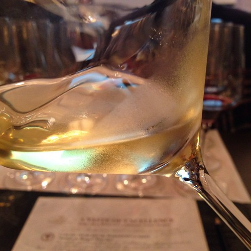 """""""Fonte Canale"""" Trebbiano d'Abruzzo DOP 2012 -Tiberio. Die Traube heißt bei den Franzosen Uni Blanc und wird zu #Cognac destilliert. Aus gutem Grund. Der Wein ist was für Hartgesottene. @vinitaly @vinitalytour @tilgert #vinitalytour #vinitaly #italianwine"""