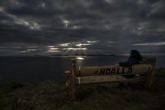 El mejor banco del mundo........ (T.I.T.A.) Tags: noalla banco elmejorbancodelmundo atardecer nubes cielo sky rayos rayosdesol