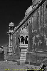 پنجاب دے رنگ | Colors of Punjab (C@MARADERIE) Tags: پنجاب پنجابدےرنگ جنوبیپنجاب پاکستان کلچر historical derawar derawarfort vertical monochrome blackandwhite mosque