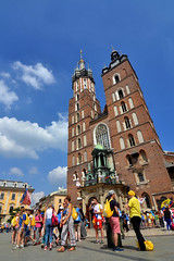 St. Mary's Basilica (Thomas Roland) Tags: city town street summer sommer holiday travel europe europa historic center centre nikon d7000 poland polen polska cracow krakow world youth day wyd jmj catholic stævne pope francis st marys basilica tower tårn church kirche kirke domkirke cathedral basilika