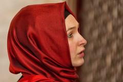 di profilo (mat56.) Tags: ritratto ritratti portrait portraits donna woman profilo profile viso face rosso red istanbul turchia türkiye espressione expression antonio romei mat56