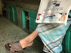 The Legs of the Reader of a Threatened Language (Mayank Austen Soofi) Tags: delhi walla the legs reader threatened language