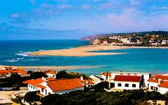 Lagoa de Óbidos | Lagoon of Óbidos | Lagon Obidos | Laguna di Obidos | Laguna de Obidos | Обидуш лагуны (António José Rocha) Tags: portugal óbidos lagoa lagoadeóbidos água mar oceano oceanoatlântico paisagem beleza ondas praia areia céu azul casas cores telhados