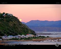 Sunset Moonrise (tomraven) Tags: sunset moonrise moon fullmoon mountains sky houses airplane airnewzealand tomraven aravenimage q22017 fujifilm xt10 coast coastal coastline landscape water fb ev 500px