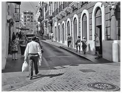 camera used: 1963 Kodak Instamatic 104 (Samy Collazo) Tags: kodakinstamatic1041963 ilfordfp4125plus lightroom3 niksilverefexpro2 callessanjuaneras sanjuanstreets streetphotography fotografiacallejera bn bw