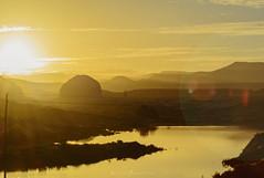 Cerros de Astra (Mauro Esains) Tags: atardecer barrio astra cerro pan de azúcar torre antigua petroleo reflejos mallín postes agua laguna destellos niebla cielo nubes matas patagonia chubut
