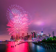 Fireworks in the city (^Baobab^) Tags: nyc newyork newyorkcity newyorkstate fireworks 4thofjuly independenceday lowermanhattan manhattan night cityscape skyline sonya7r2 tamronsp1530 tamronusa withmytamron brooklynbridgepark