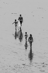 SSTI-082013_442R-BYN_FLK (Valentin Andres) Tags: bw blackwhite blancoynegro byn dad playa art beach blackandwhite family follow going life papa people siguiendo