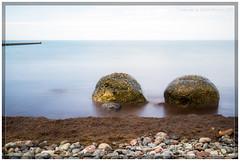 Ostsee (rolandknechtel) Tags: ostsee steine wasser wasserspiegel horizont buhne kies tank farbig