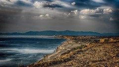 Être à la hauteur (Fred&rique) Tags: lumixfz1000 hdr raw photoshop falaises leucate mer méditerranée plage montagnes pyrénées