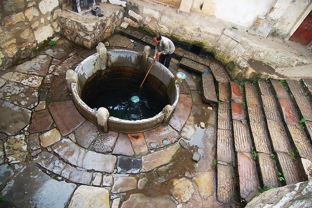 2008.03.08 建水 / 西門板井